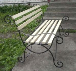 недорогая кованая скамейка от производителя