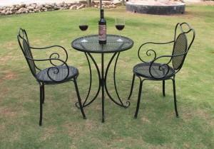 кованый столик и 2 стула на террасу