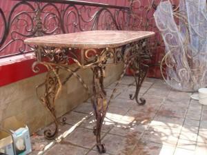 стол кованый мраморная столешница