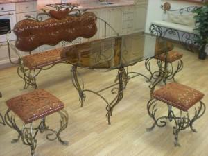 кованые столы и мягкие стулья купить у производителя