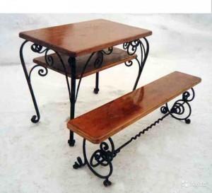 кованая лавочка и кованый столик