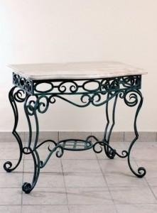 кованый столик в будуар