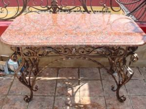 кованый столик мраморная столешня