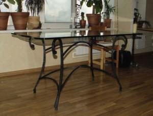 стеклянный кованый стол купить в киеве