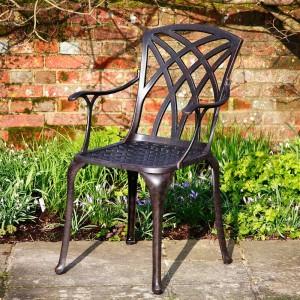стул кованый со спинкой и подлокотниками