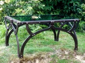 кованый стол оригинальный стекло