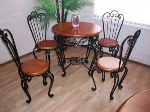кованые стулья со столом в наличии