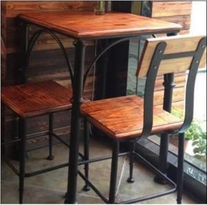 кованый стол и два стула
