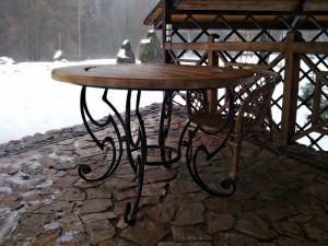 кованый стол из дерева и металла киев