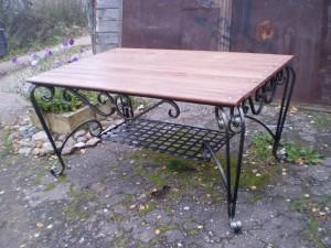 кованый стол деревянная столешница