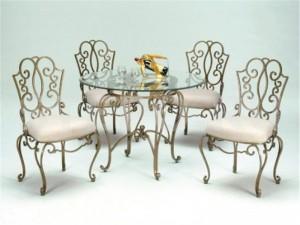 кованый стол и мягкие стулья комплект