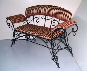 мягкий кованый диванчик