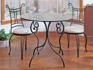 изящный стол обеденный и кованые стулья