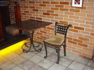 кованые столы и стулья для бара