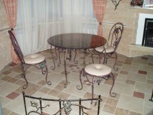 кованый стол, 2 стула и банкетка в комплекте