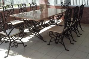 большой обеденный стол со стульями ковка