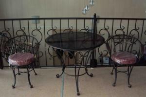 кованый деревянный стол со стульями ковка