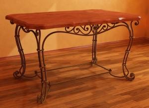 кованый столик в гостиную