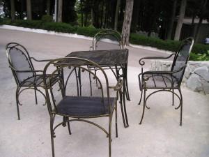 стол, скамейка и 3 стула ковка