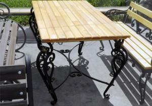 кованый стол и лавка