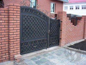 ворота с калиткой оригинальные по заказу