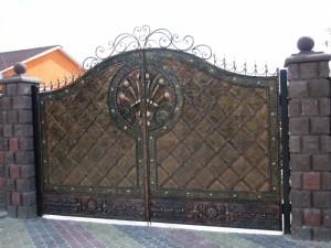 ворота распашные кованые под медь