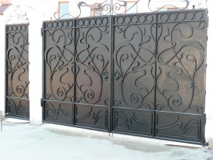 ворота с калиткой кованые по индивидуальному проекту