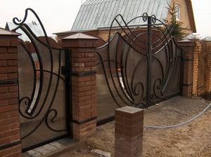 оригинальные кованые ворота полупрозрачные для дома