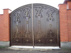 ворота высокие сварные с ковкой
