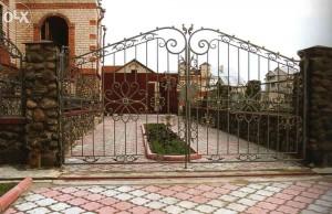 красивые кованые ворота с калиткой