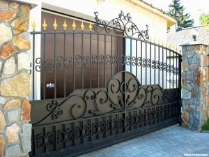 ворота металлические с коваными элементами
