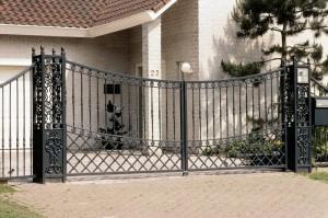ворота черные сварные с коваными элементами