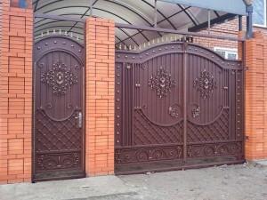 ворота с калиткой кованые высокие