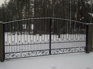 ворота въездные с коваными элементами