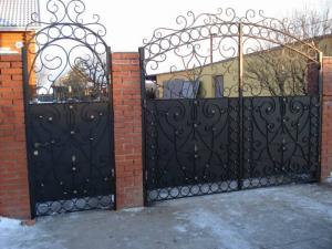ворота с калиткой кованые черные