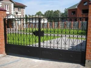 ворота сварные с коваными элементами черные