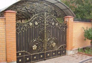 металлические ворота с ковкой глухие