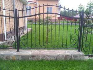 ковано-сварной забор для дома или дачи