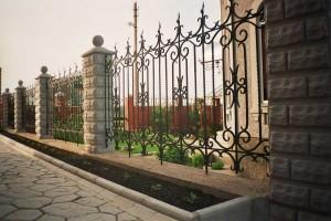 кованый забор для частного дома с установкой