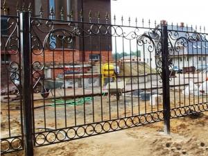 забор для дома сварной с коваными элементами