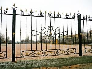 забор сварной высокий с коваными элементами с установкой