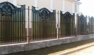 кованый забор полупрозрачный