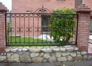 простой ковано-сварной забор