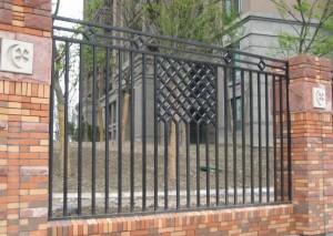 красивый сварной забор для дома