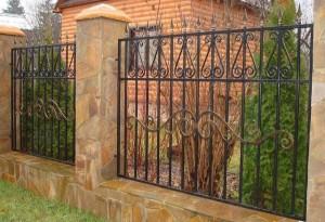 высокий кованый забор по заказу