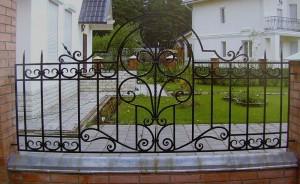 красивый ковано-сварной забор