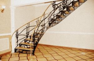 лестница кованая из металла