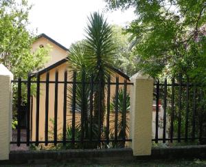 забор металлический с ковкой