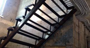 Металлический каркас для лестницы на второй этаж