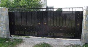 ворота откатные с элементами ковки